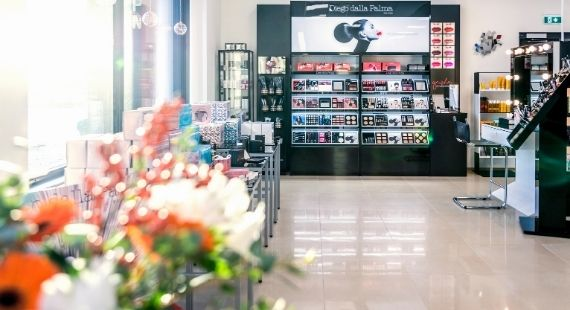 Sf-clinikenin myymälä, jossa Diego Dalla Palman tuotteita.